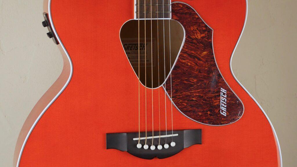 Gretsch G5022CE Rancher Jumbo Cutaway Savannah Sunset 2714022522 Made in Indonesia con custodia Fender omaggio