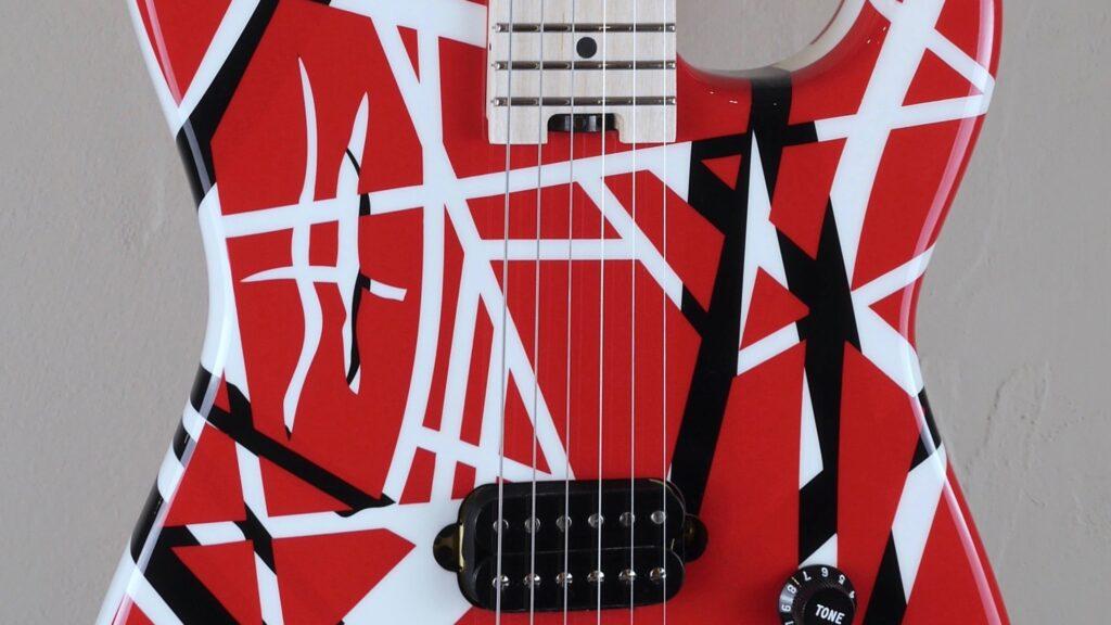 EVH Striped Series Red with Black and White Stripes 5107902503 Made in Mexico con custodia Fender in omaggio