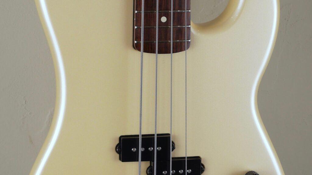 Fender Duff McKagan Precision Bass 2007 Pearl White 0146510334 Made in Mexico inclusa custodia Fender