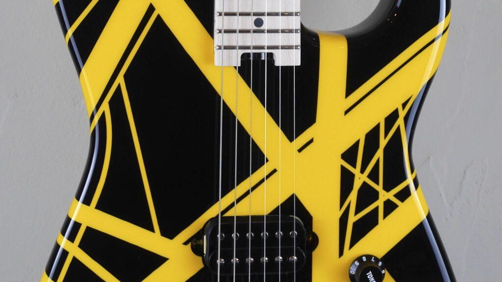 EVH Striped Series Black with Yellow Stripes 5107902528 Made in Mexico con custodia Fender in omaggio