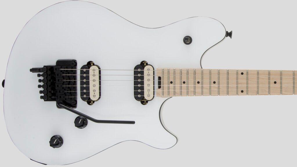 EVH Wolfgang Special Maple Fingerboard Polar White 5107701510 con custodia Fender in omaggio