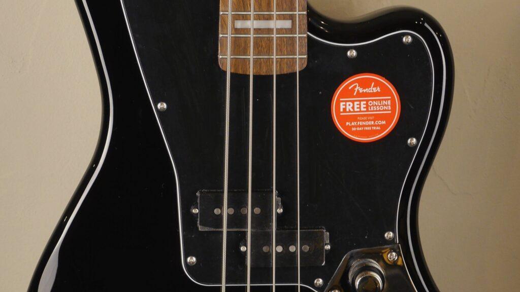 Squier by Fender Jaguar Bass Classic Vibe Black 0374560506 con custodia Fender in omaggio